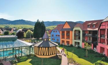 Skønne boliger og indendørs og udendørs pools