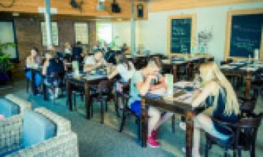 Restaurants, Bars und Einkauf