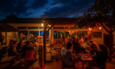 Restaurant, Bars und Einkauf