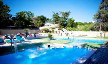 Privat strand og poolområde