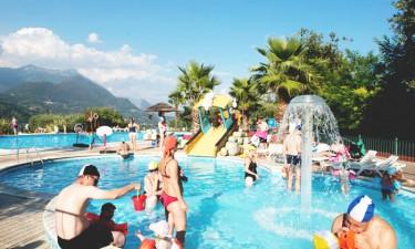Stort poolkompleks og direkte adgang til Gardasøen