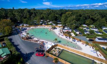 Opvarmet pool og lækre strande i nærheden