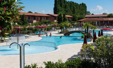Bo i en ferielejlighed på Green Village Resort