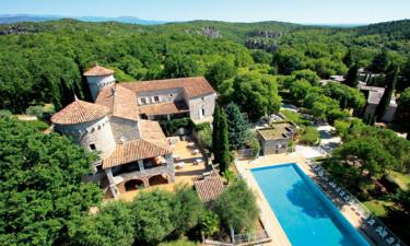 Lou Castel - nyrenoveret Château i smukke omgivelser