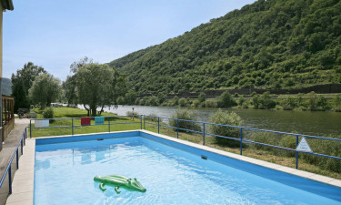 Opvarmet dejlig pool og andre faciliteter