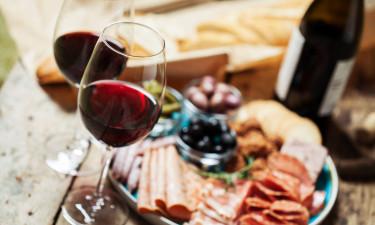 Autentiske retter og lokale vine