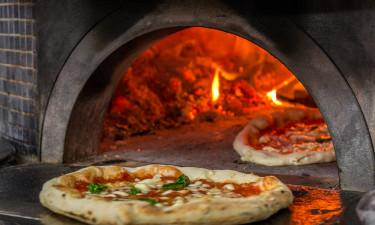 Lækker hjemmelavet pizza og andet godt til ganen