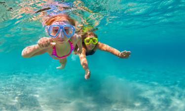 Gyldne sandstrande og børnevenlige pools