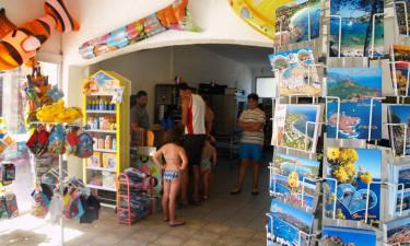 Snackbar og indkøb på pladsen
