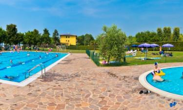 Fire flotte pools på ferien