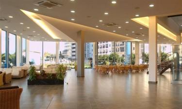 Poolbar, frokostbuffet og restaurant