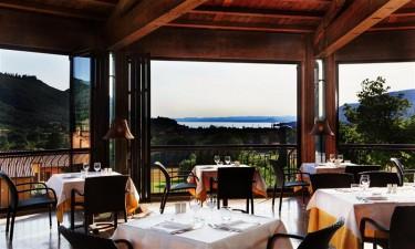 Smukt beliggende restaurant samt flere barer