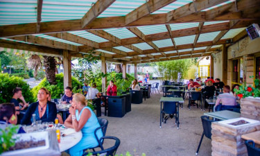 Restaurant på pladsen og indkøb