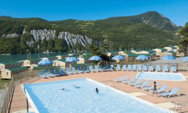 Camping Les Berges du Lac in den französischen Alpen