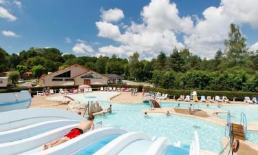 Skønt poolområde og idyllisk sø