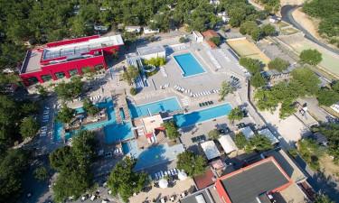 Pladsens faciliteter og aktiviteter