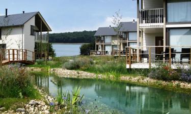 Bo i moderne ferieboliger på Golden Lakes Village