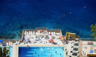 Dukkert i swimmingpool eller hav? Valget er jeres!