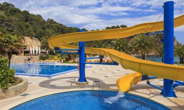 Fantastisk beliggende strand og poolområde