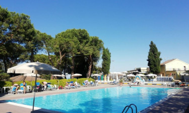 Pool Camping Mar Y Sierra in Le Marche
