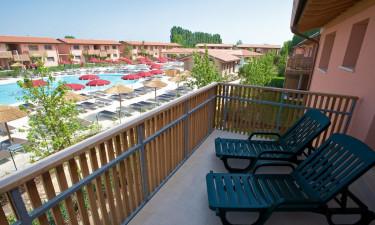 Suverænt poolområde på feriestedet