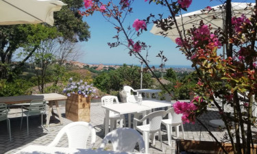 Restaurants Camping Mar Y Sierra in Le Marche