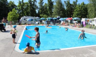 Hyggeligt poolområde og sjove aktiviteter