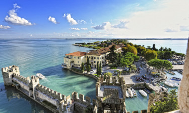 Besøg charmerende Riva del Garda eller Sirmione