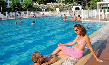 Dejligt poolområde og lavvandede strande