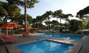 Pool, strand og faciliteter