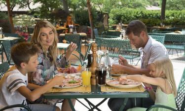3 restauranter, gode poolbarer og takeaway