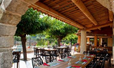 Restaurant og meget mere på Camping Les Hautes Prairies