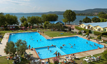 Flot poolområde på Lido Camping Village