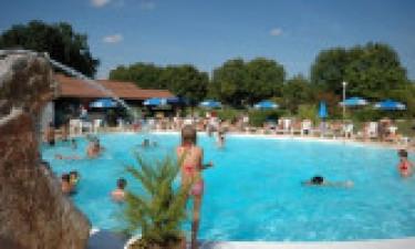 Pool, Strand und Einrichtungen am Campingplatz Les Cigales in Rocamadour