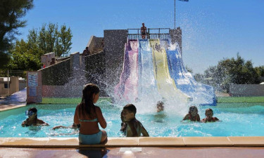 Pool Camping Les Roquilles in Languedoc
