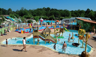 6500 m2 stort poolområde
