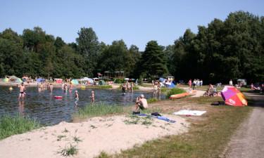 Campingplads ud til dejlig badesø
