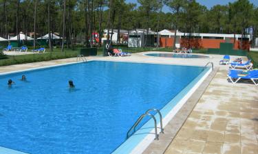 Hyggeligt poolområde og kun 400 meter til stranden