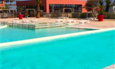 Inden- og udendørs pool samt fantastisk sandstrand
