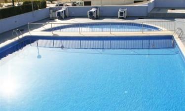 Dejlig pool og direkte adgang til strand