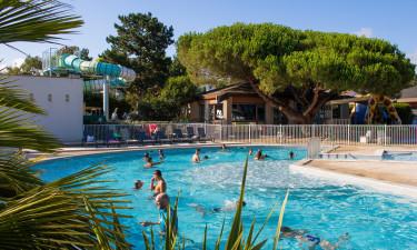 Vandpark med to pools og vandrutsjebane