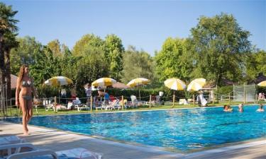 Dejligt poolområde og fem minutter fra stranden
