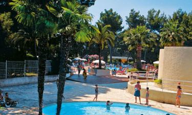 Stort og hyggeligt poolområde