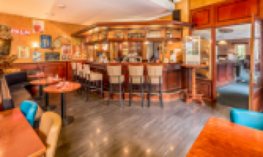 Restaurants, Bars und Einkaufsmöglichkeiten