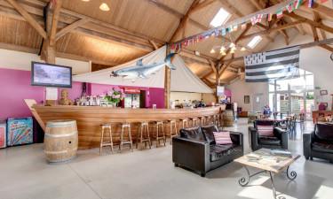 Restaurant, takeaway og bar