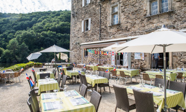Spis middag i campingpladsens château