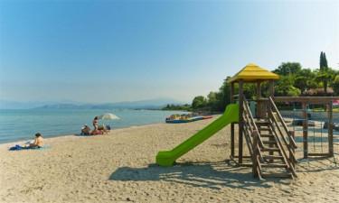 Zwembad, strand en faciliteiten van de camping