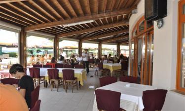 Restauranter og by i nærheden