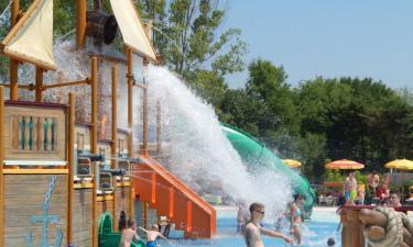 Poolområde med fire swimmingpools