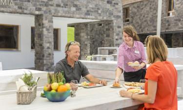 Spisemuligheder og loungebar på feriestedet